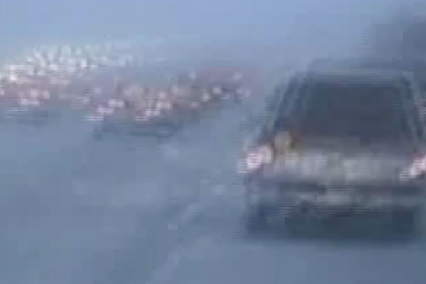 a blurry picture of cars driving
